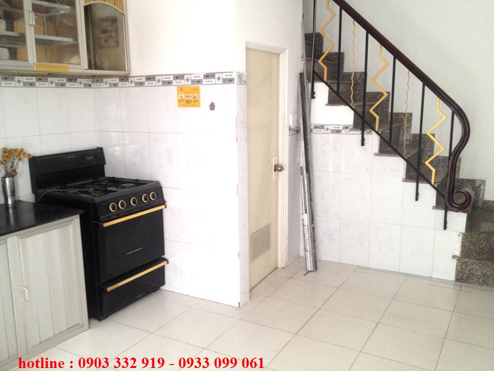Cho thuê nhà nguyên căn Quận Bình Thạnh, gần chợ Thị Nghè, phòng đẹp, vị trí thuận lợi, hẻm xe hơi. 2 phòng ngủ, 3 toilet.